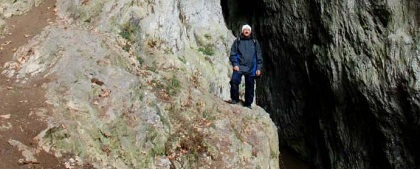 Portal Peștera Cocolbea (Șura Mică) - Foto: Cami Băluțescu